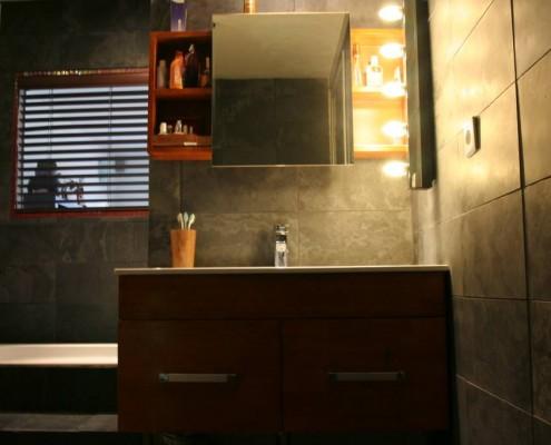 mur-ardoise-salle-de-bain-03